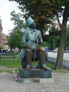 Statue of Hans Christian Anderson in Copenhagen www.adventuresinexpatland.com