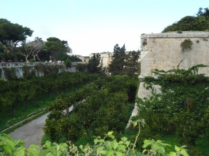 walls of Mdina on www.adventuresinexpatland.com